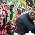 Mugabe renuncia e povo sai às ruas do Zimbábue para celebrar