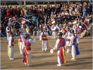 ระบำพื้นบ้านที่หมู่บ้านวัฒนธรรมพื้นบ้านเกาหลี (Korean Folk Village)