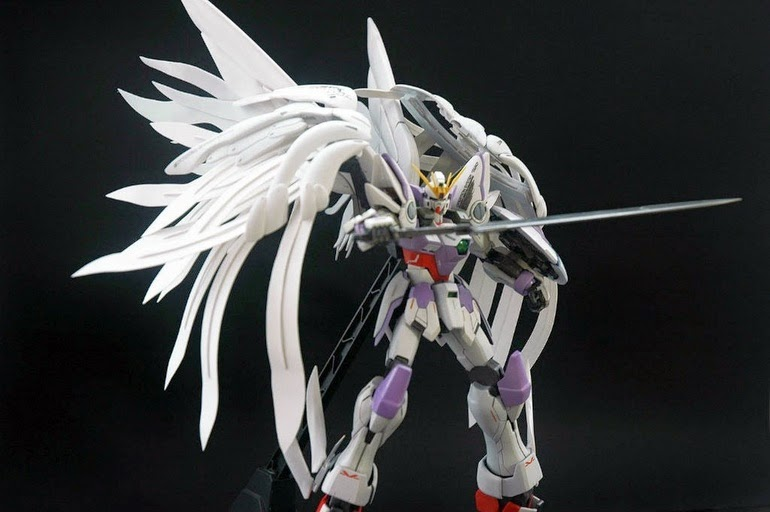 "Custom Build: MG 1/100 Wing Gundam Zero Custom ""Ad-on feathers"""
