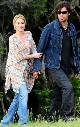 Foto de Shakira agarrada de su ex pareja Antonio de la Rúa