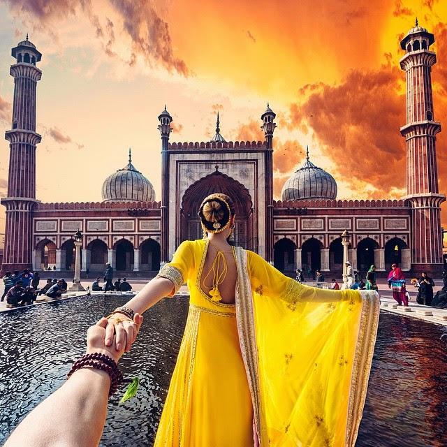 omorfos-kosmos.gr - Ακολούθα με: Ο φωτογράφος που ακολουθεί την κοπέλα του σε όλο τον Κόσμο πήγε στην Ινδία
