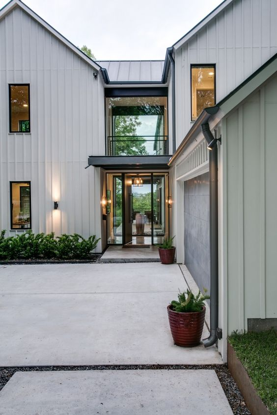 Get the look modern farmhouse exterior 6 design lessons for 2 story modern farmhouse