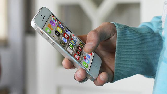 Apple enfrenta una demanda de 125 millones de dólares por ralentizar a propósito los iPhones viejos