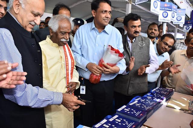 Union Ministers Bandaru Dattatreya and MJ Akbar Inaugurating JioMoney Kiosk at Digidhan Mela on Wednesday