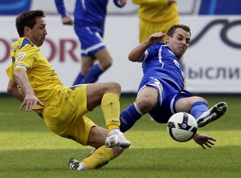Trong giải bóng đá hạng hai của Nga, tiền vệ Mikhail Osinov đã khiến cho đối phương phải vào đền nhặt bóng rất sớm, 3,17 giây.