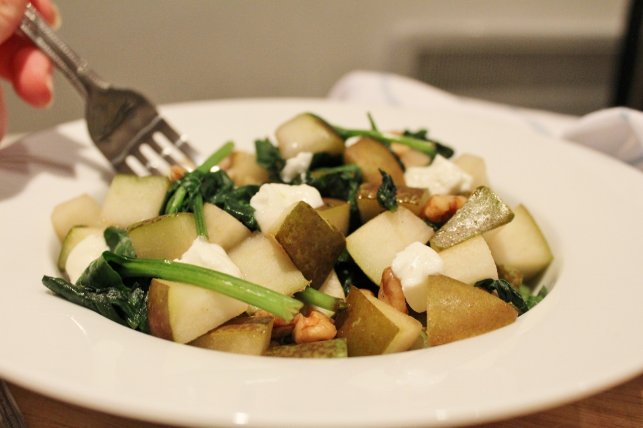 Homemade pear and walnut warm salad recipe
