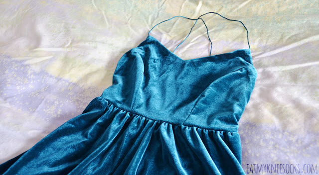 Romwe fashion review: low-back cross-strapped teal green velvet romper