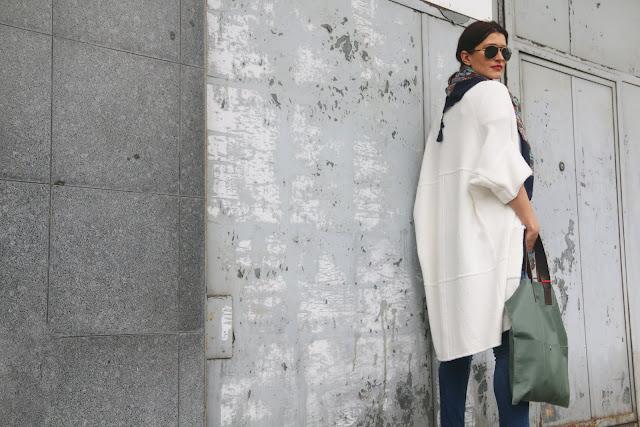 novamoda style, Novamoda streetstyle, jak nosić swetry, swetry, obszerne swetry, jesienne inspiracje, bagsi, skórzana torba, street style jesień, szale, jesienne must have, jesienny styl, jesienne szale, blog po 30ce, stylistka poznan, kobiety, w jej stylu, modne, blogerka modowa