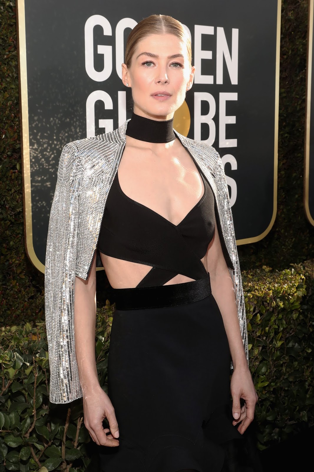 Hair How To Rosamund Pike X Moroccanoil At 76th Golden Globes Awards