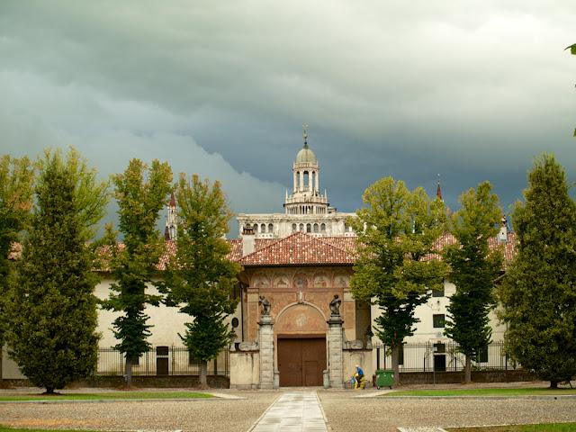 Vista desde el exterior del conjunto de la Cartuja de Pavia