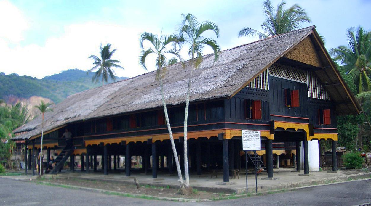 Rumah Cut Nyak Dien pohon kelapa indah