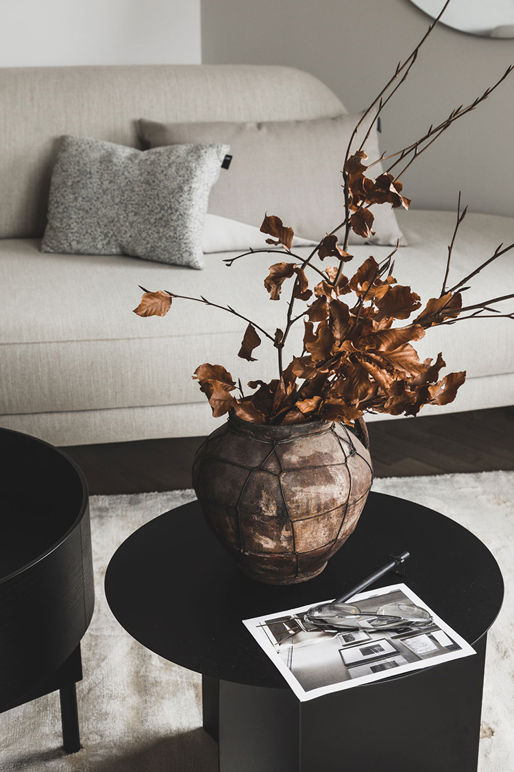 Contemporary scandinavian living room and dried foliage bouquet via Heem