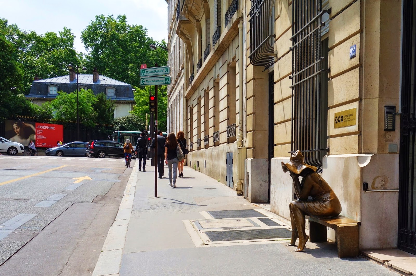 Paris sous le chapeau une sculpture d 39 andras lapis - Maison de la hongrie paris ...