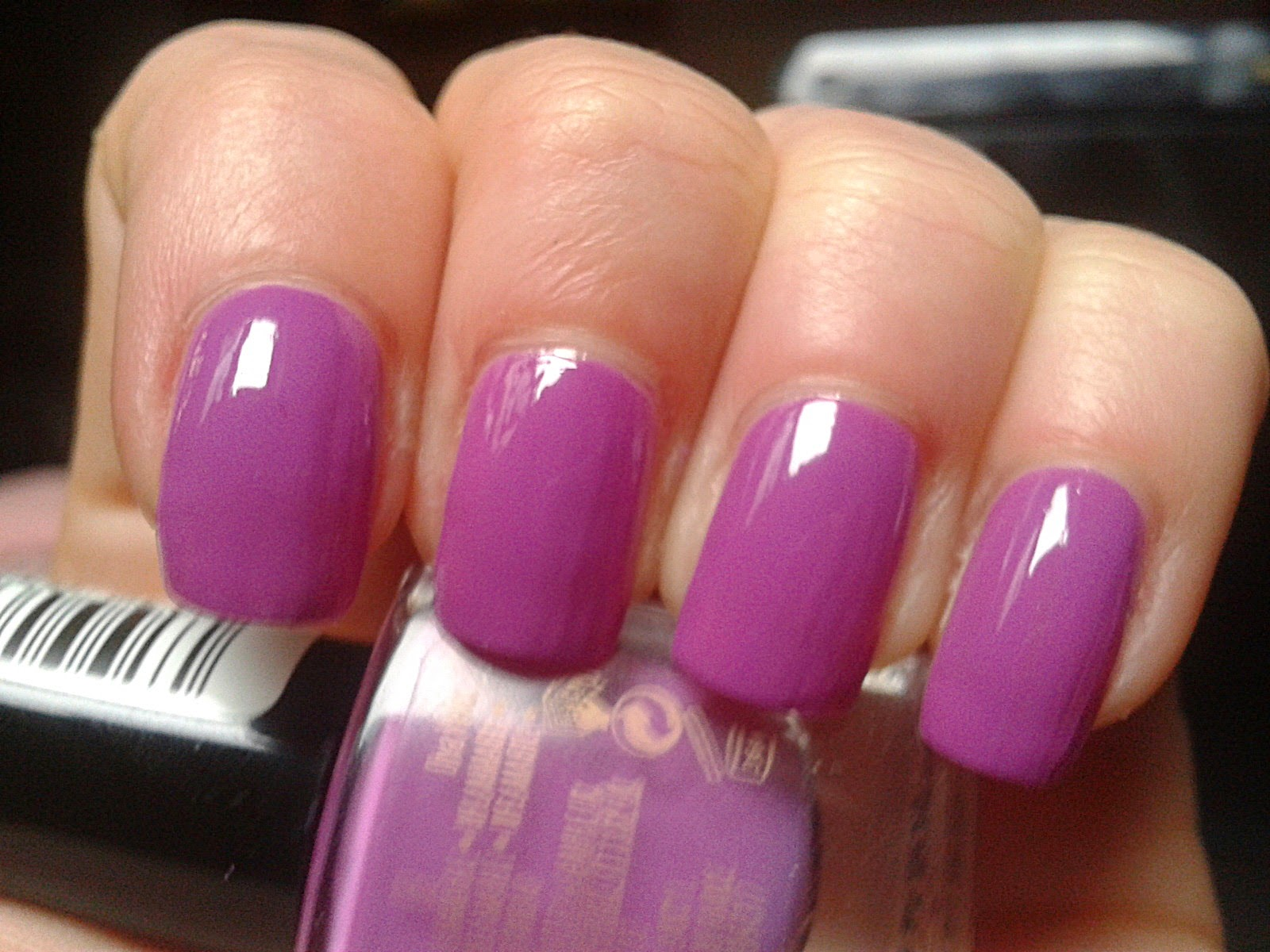 maxfactor-diva-violet-maxeffect-nail-polish-swatch-picture