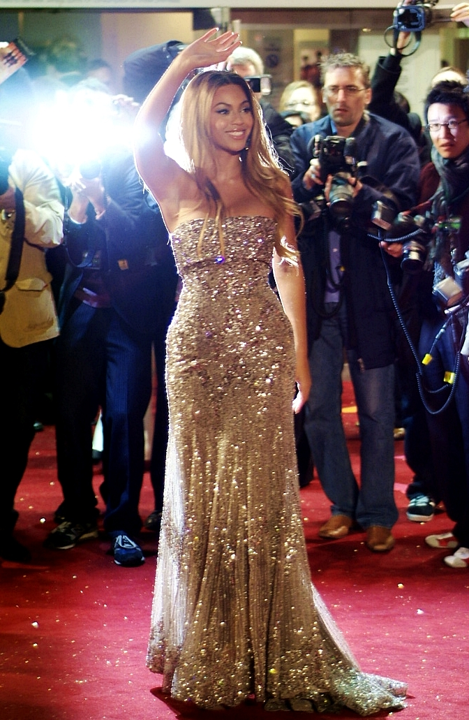 whous better between beyonc and alicia keys is alicia keys the best singer and beyonc the best entertainer i feel aliciaus singing is superior although