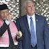 Que contradição para Trump : Vice Presidente dos Estados Unidos Mike Pence louva e reverencia o Islã, na Indonésia