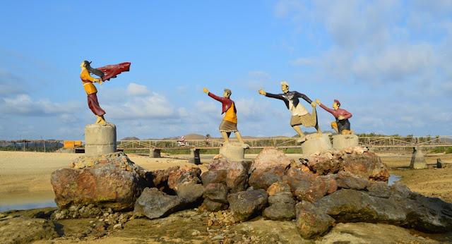 Patung Putri Mandalika Pantai Kuta Nusa Tenggara Barat