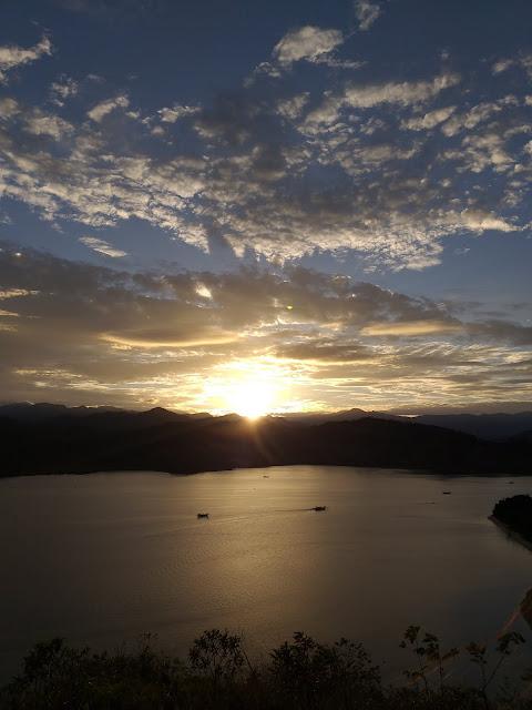 View sunrise dari Labuan Sundai, Taman Laut Mandeh, West Sumatra
