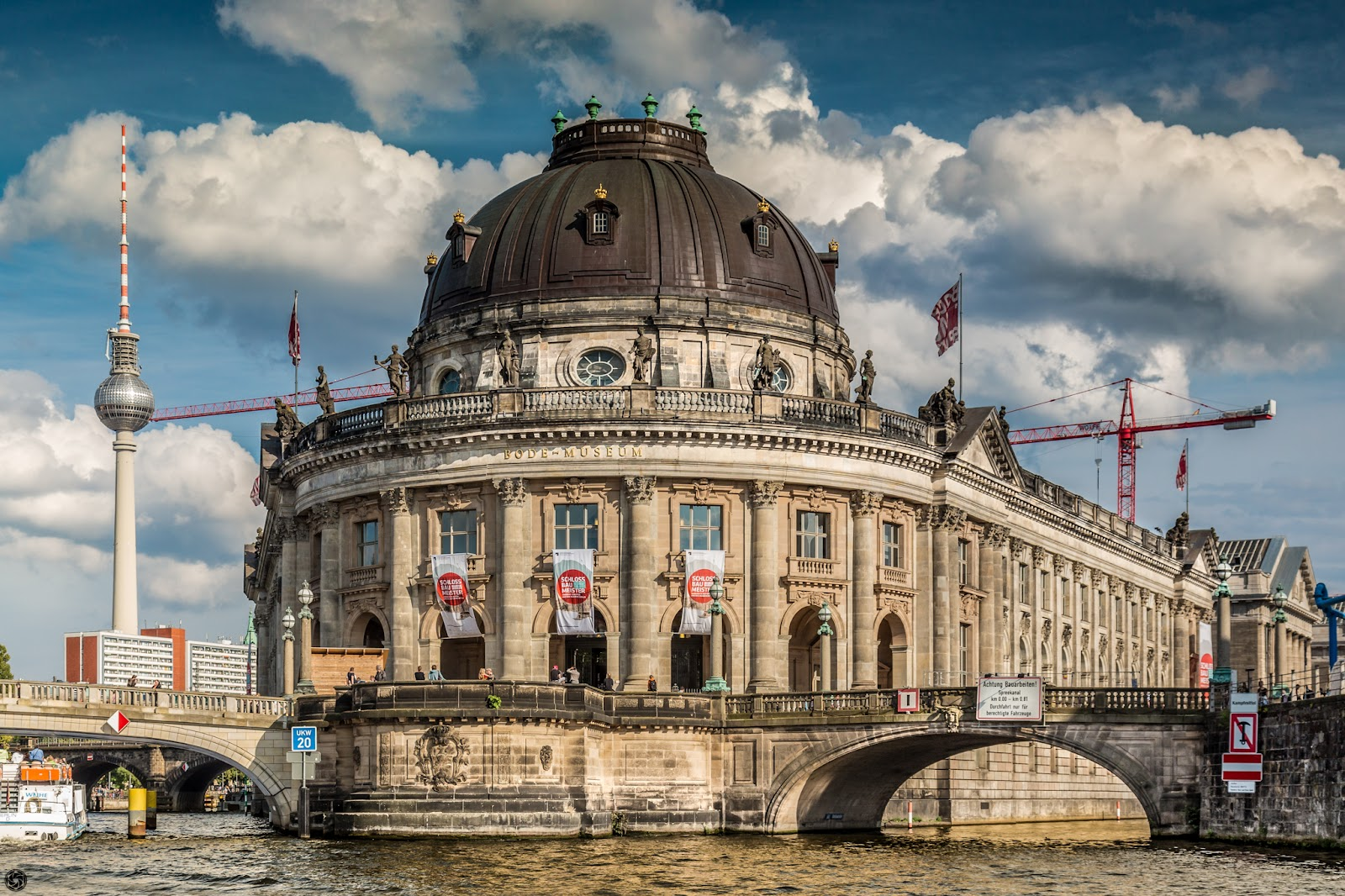Bode Museum desde el Spree:: Canon EOS5D MkIII | ISO400 | Canon24-105 @50mm | f/8.0 | 1/500s