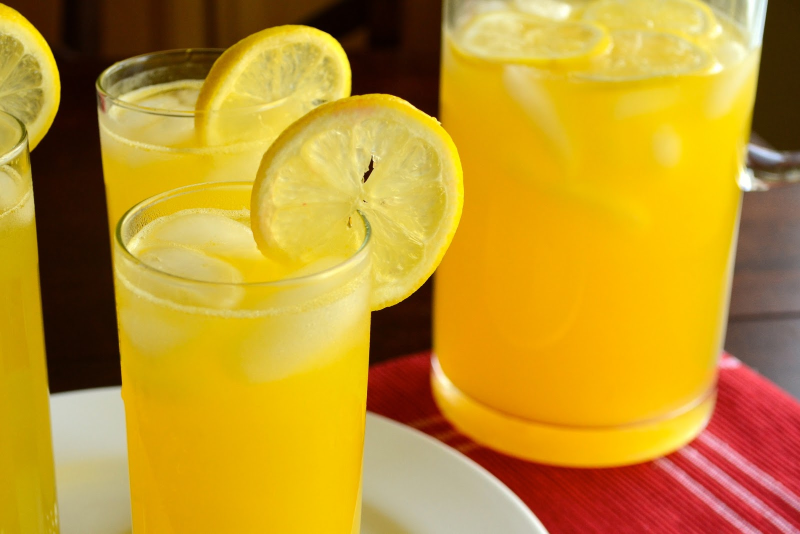 Lawyer Loves Lunch: Sparkling Mango Lemonade for Summer