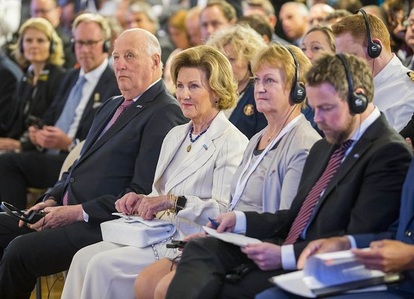 King Harald and Queen Sonja visited the Park of Memory in Plata River