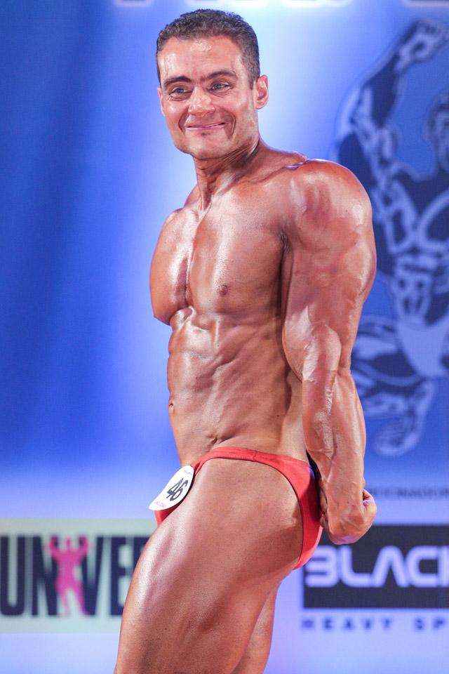 Rodrigo Peixoto executa pose compulsória Tríceps Melhor Lado. Foto: Paulo Roberto
