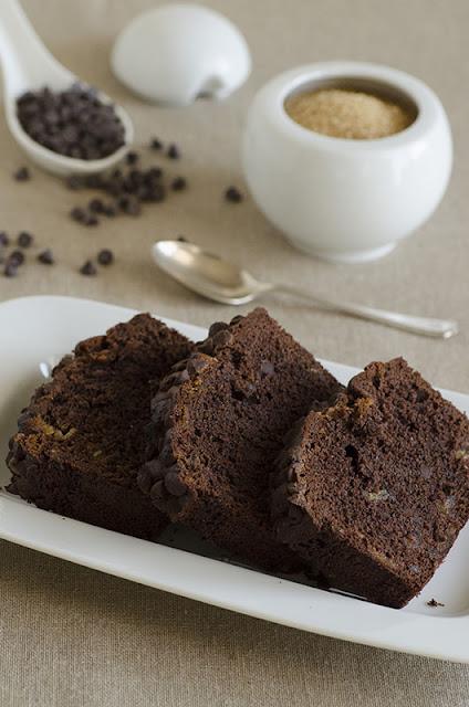 Cake al cioccolato con marzapane e gocce di cioccolato