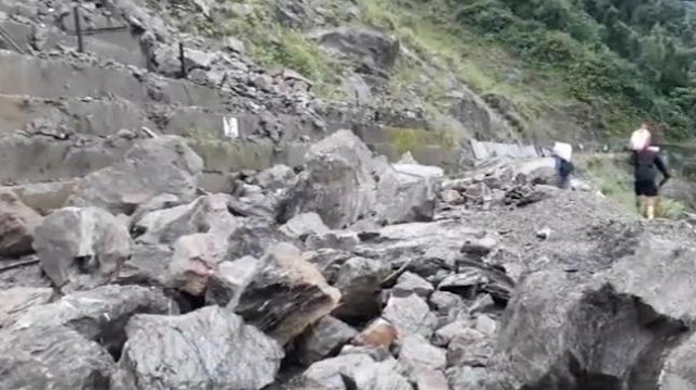 Heavy rains and Landslide in Darjeeling affects Himalayan railway services