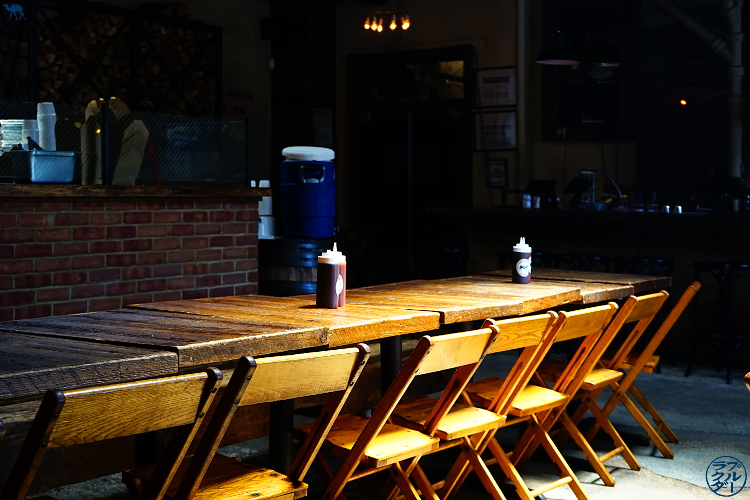 Le Chameau Bleu - Salle du restaurant Hometown BBQ à RedHook Brooklyn - Vacances à New York