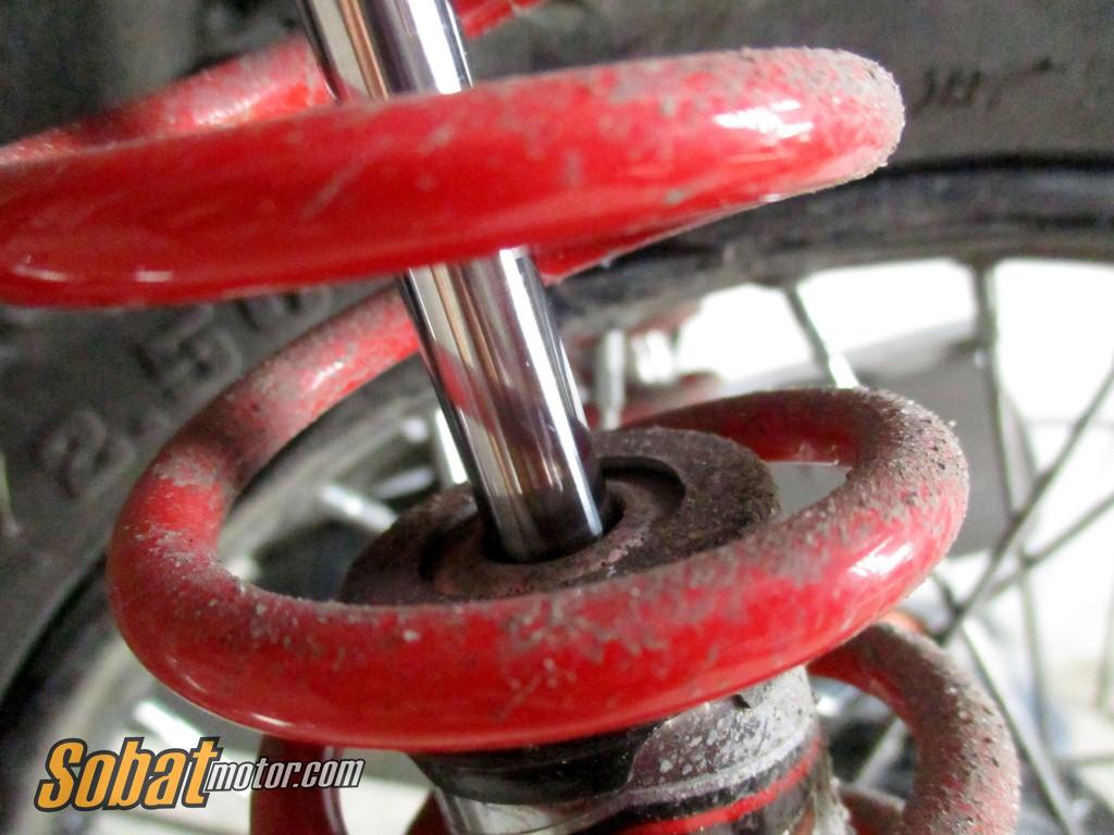 Tips : Merawat shock belakang motor jenis Top Up dikala musim hujan, biar repot sedikit yang penting awet !