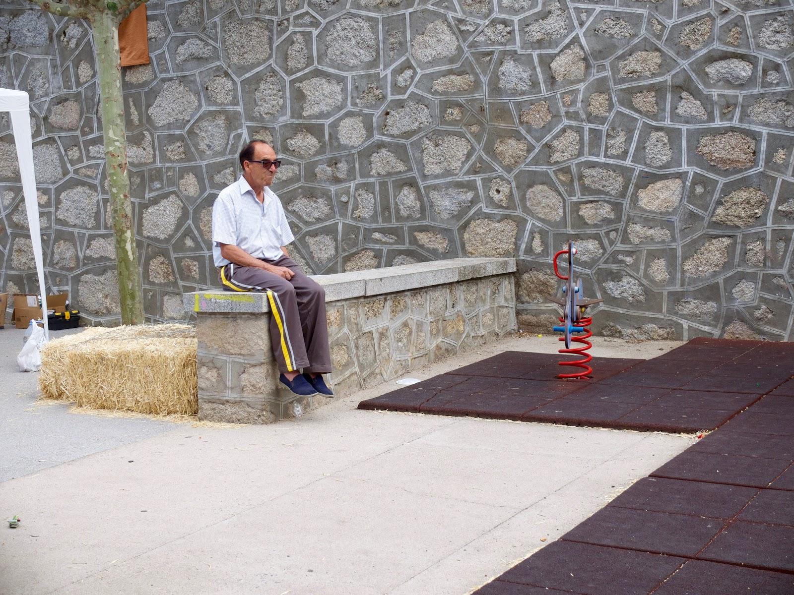 Hombre pensando en San Bartolome de Pinares, Avila 2015