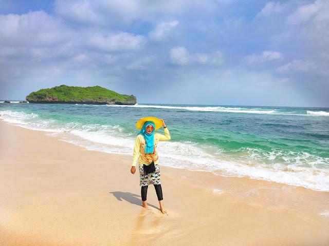 foto pemandangan pantai sadranan jogja
