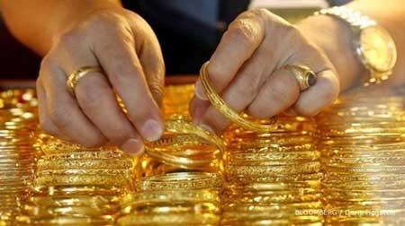 Pilih Investasi Emas Perhiasan atau Emas Batangan?