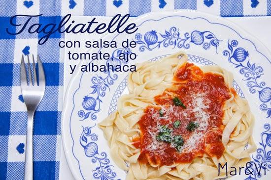 Tagliatelle caseros con salsa de tomate y albahaca