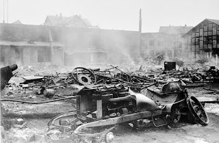 www.fertilmente.com.br - Incêndio na fabrica da Daimler de 1903 destruiu o protótipo original do Reitwagen