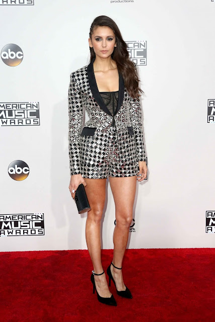 AMAs, red carpet, Nina Dobrev