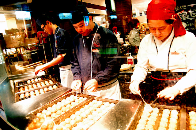 bowdywanders.com Singapore Travel Blog Philippines Photo :: Singapore :: Gindaco Takoyaki in Ion Orchard