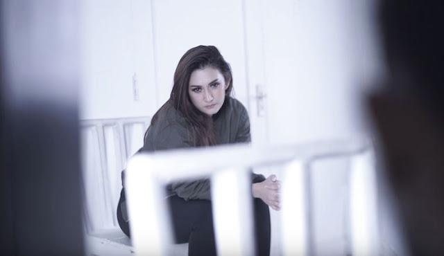 Lirik Lagu Melepasmu Kelemahanku - Nafa Urbach