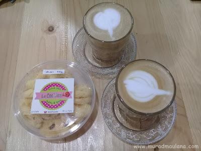Cappuccino dan Sagu Keju Le Kukiz