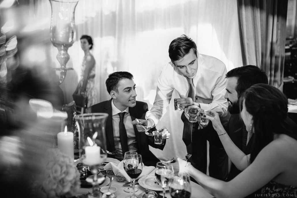 svinēšana гости на свадьбе