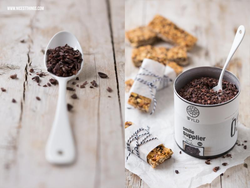 selbstgemachte Müsliriegel mit Cacao Nibs von Wyld Superfoods