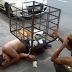 VERGONHA: Sem vagas nas cadeias, presos são algemados em lixeiras