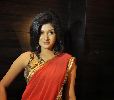 Oviya photos in red saree at madha yaanai koottam movie audio launch