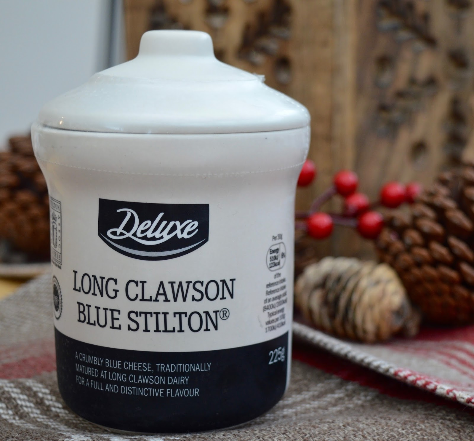 We review Christmas food at Lidl - Mains & Sides | What to Buy & What to Avoid - Deluxe blue stilton in ceramic pot