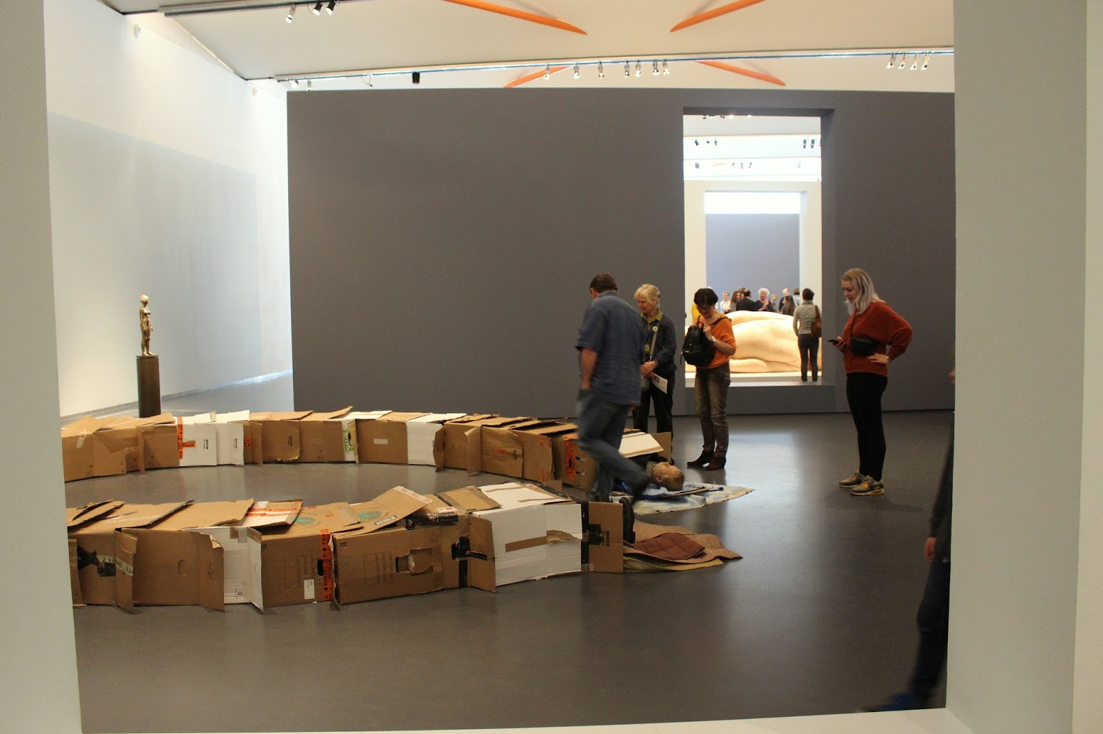 Views & reviews hyperrealism sculpture kunsthal rotterdam