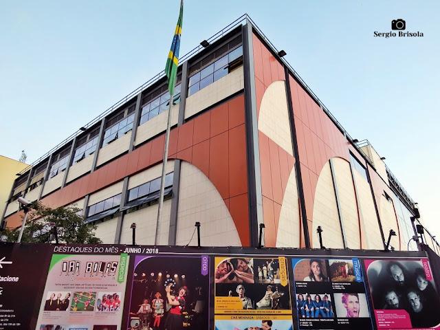 Vista ampla da fachada do SESC Bom Retiro - Bom Retiro - São Paulo
