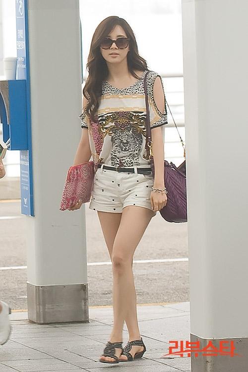 between korean & me: Fashion Airport Seohyun SNSD