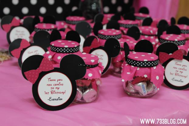 dba9072bf Obsequios o recuerdos en frascos. Puedes reciclar con tiempo pequeños  frascos de alimento para bebé para crear pequeños obsequios para tus  invitados.