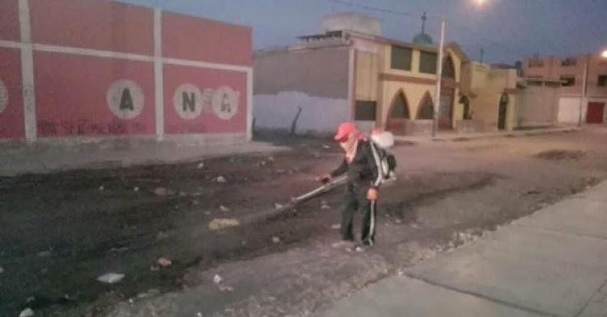 Fumigan exteriores de colegios de José Leonardo Ortiz por desagües - Chiclayo