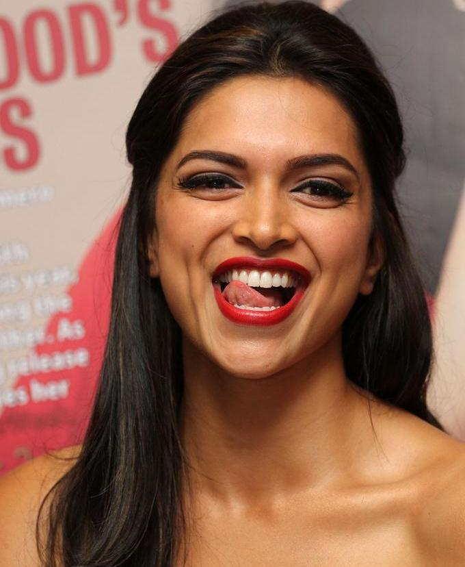 Actress Deepika Padukone Cute Smiling Face Closeup Photos